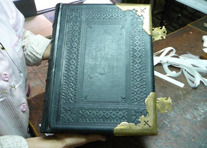 restauro di un libro del '500