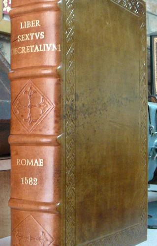 restauro libro del 1500