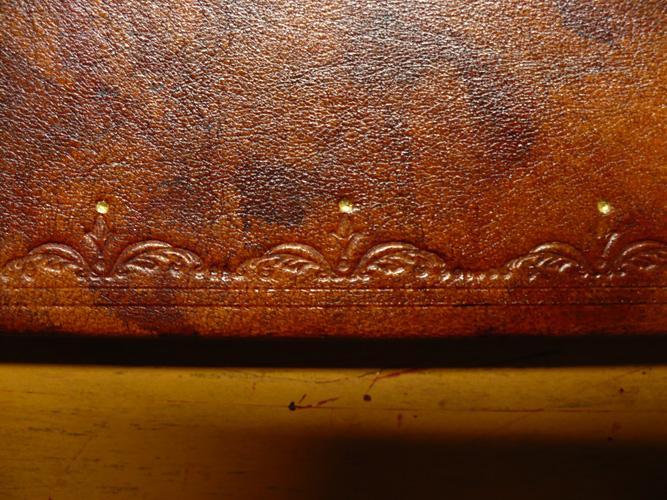 libro in pelle tinta a mano